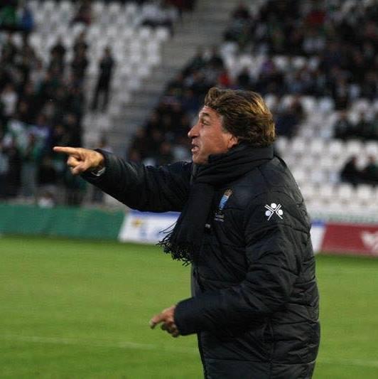 La prensa deportiva nacional apunta al veleño Esteban Vigo como nuevo entrenador del Málaga CF