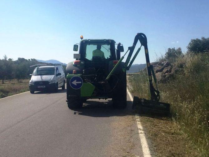 La Diputación realiza un plan de desbroce y limpieza de cunetas en los 800 kilómetros de carreteras provinciales