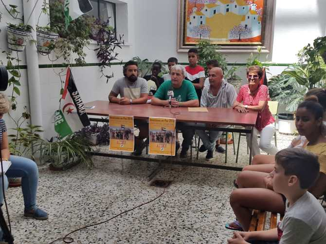 En rueda de prensa, se ha presentado a nlos niños/as saharauis que llegaron la semana pasada y han sido acogidos por familias que cuidaran de estos menores durante los meses de julio y agosto.