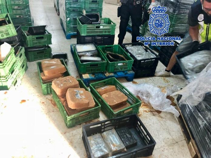 La Policía Nacional incauta más de media tonelada de cocaína escondida dentro de bloques de comida congelada