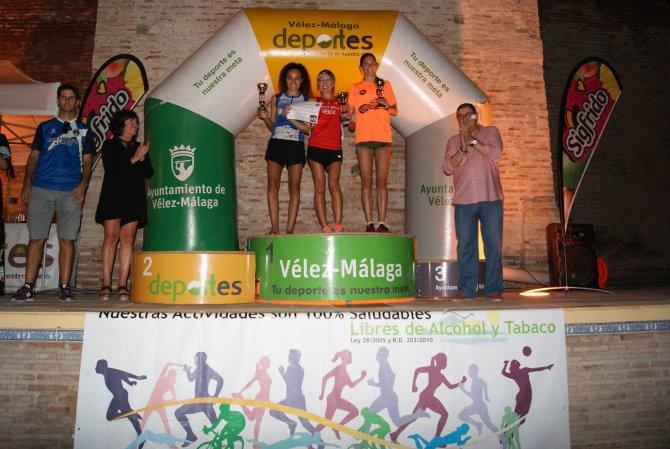 """Más de 800 corredores llenan las calles de Vélez-Málaga en la segunda edición de la carrera nocturna """"Corre tu historia"""""""