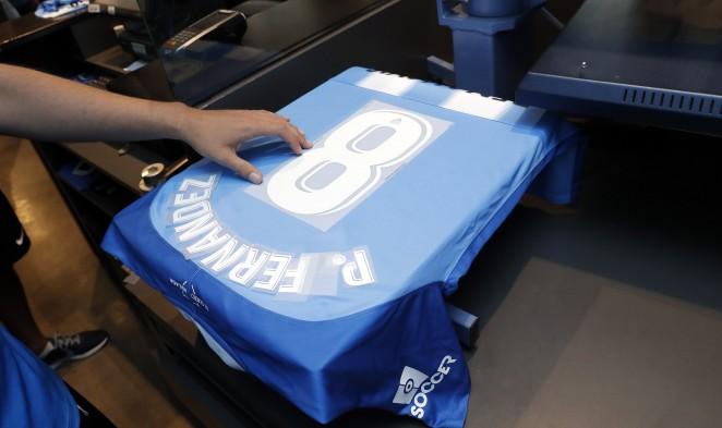 La camiseta con los dorsales del Málaga Femenino… ¡Ya disponible en las Tiendas MCF