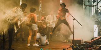 Los veleños Juan y Carmen han protagonizado uno de los momentos mágicos en el concierto de Nixon celebrado en el Cooltural Fest celebrado en Almería.
