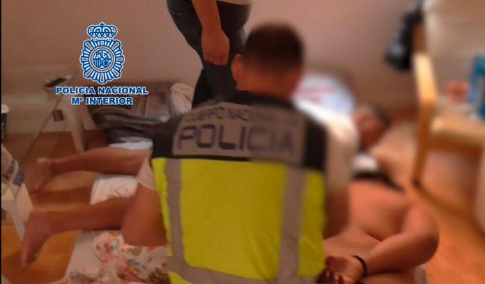 La Policía Nacional detiene a diez personas por desvalijar viviendas por el método del resbalón