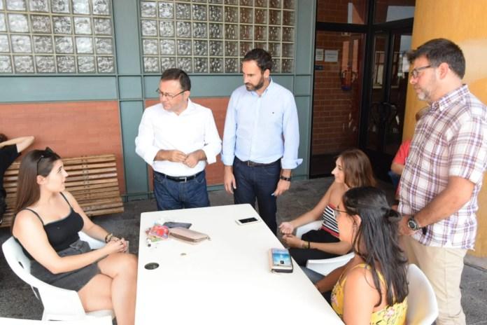 El PSOE valora que el próximo curso habrá 2.000 estudiantes universitarios más con becas del Ministerio en Andalucía