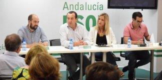Desde el PSOE destacan que a la mejora de la ratio entre alumnos y profesores en Málaga en este curso escolar, se suma el mantenimiento de la oferta de los servicios educativos como la gratuidad de los libros de texto, el transporte escolar gratuito y la extensión de los servicios de comedor y de aulas matinales.