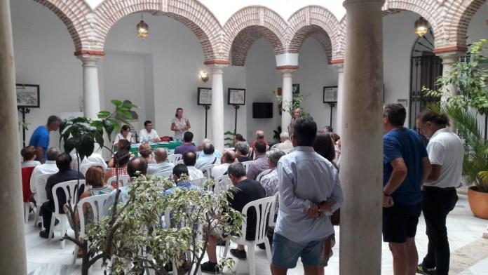 Más de un centenar de representantes de la comarca debaten las medidas propuestas por las fuerzas de la confluencia Adelante Andalucía