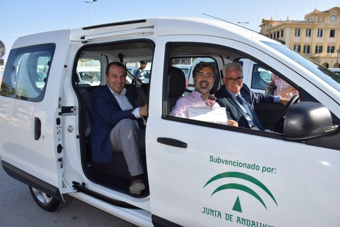 Jiménez Barrios preside la entrega de 34 vehículos a municipios menores de 20.000 habitantes de Málaga
