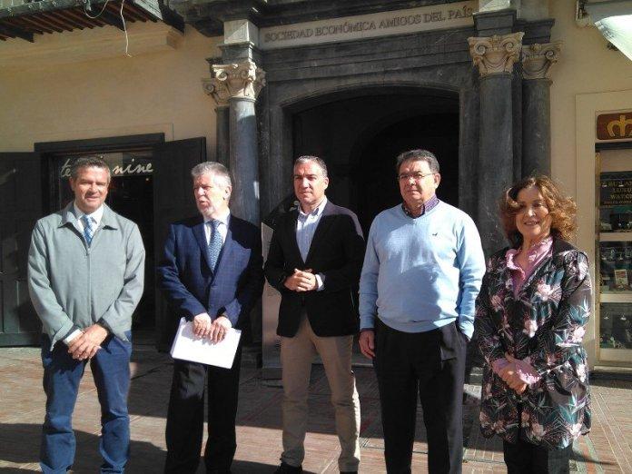 Imagen Archivo de la visita a la Sociedad Económica amigos del País en mayo.