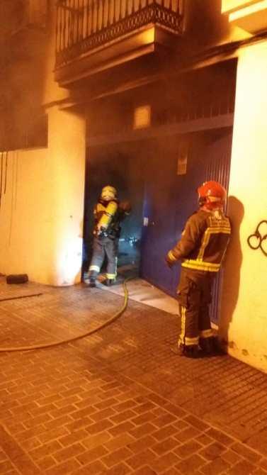 Acudieron efectivos del Consorcio Provincial de Bomberos de Málaga, a la Policía Local, al Cuerpo Nacional de Policía y a los servicios sanitarios de EPES.