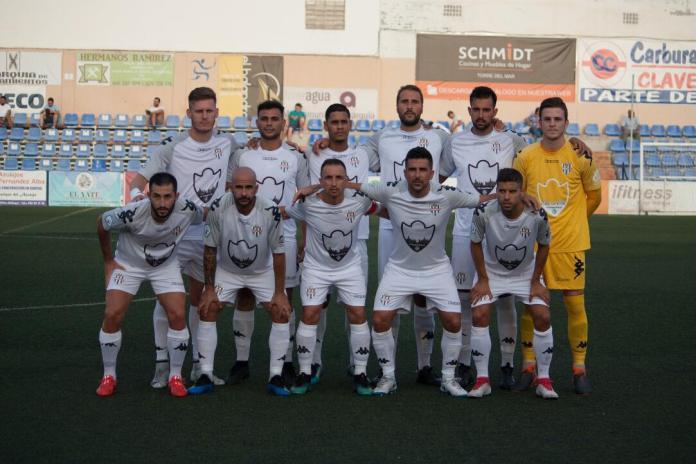 Los penaltis se la juegan al Vélez C.F. frente al Torremolinos.Fotografías José Manuel Romero González.
