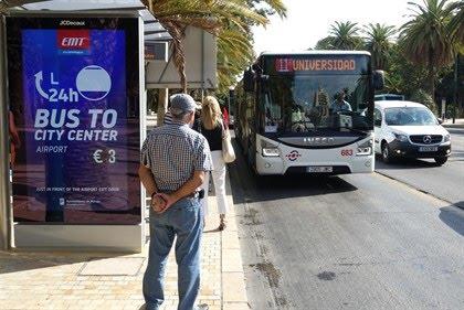 Once pasajeros evacuados al dar un frenazo un autobús urbano en Málaga