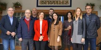 La candidata por el PP de Málaga al Parlamento andaluz y secretaria general provincial, Patricia Navarro, ha visitado Asprovélez, en la que ha estado acompañada por la también candidata a la Cámara andaluza Lourdes Piña y el presidente del PP de Vélez-Málaga, Francisco Delgado.