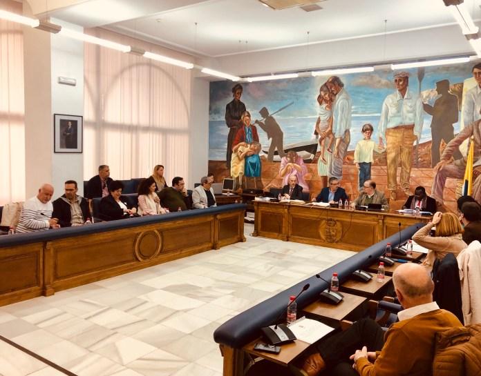 La propuesta del alcalde, Francisco Salado, es aprobada por unanimidad de todo el pleno. Así, los vecinos de Rincón de la Victoria no sufrirán la actualización de los valores catastrales.