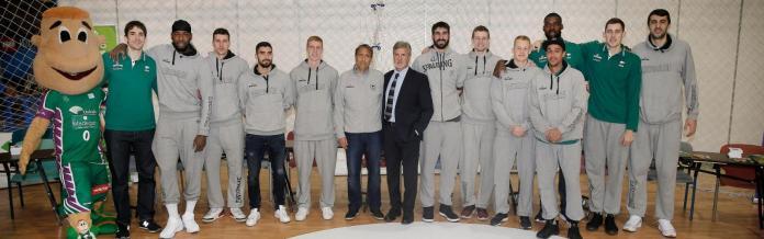 La plantilla del Unicaja visita la Muestra Infantil de Málaga 2018