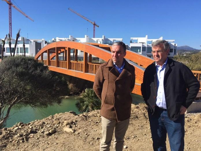 La Senda Litoral avanza en Estepona con un nuevo puente de casi 50 metros sobre el arroyo Guadalobón