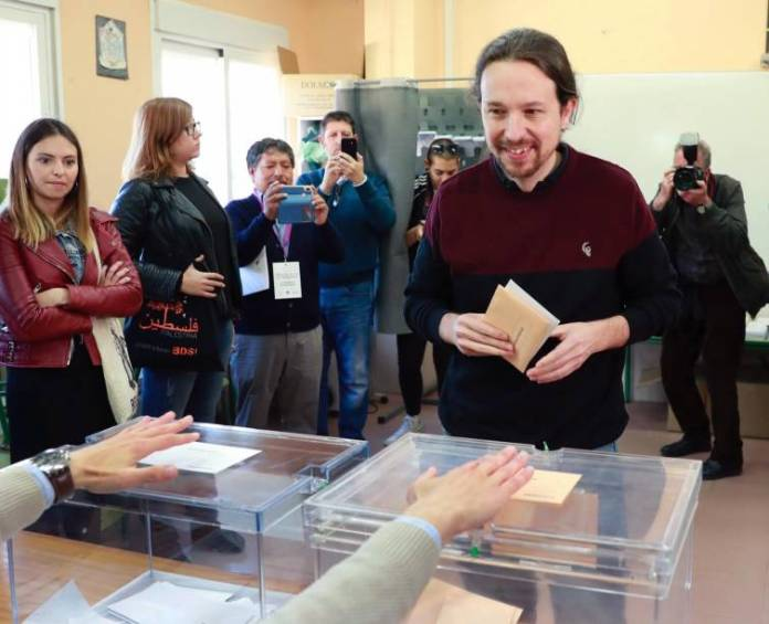 Pablo Iglesias, segundo candidato en ir a votar