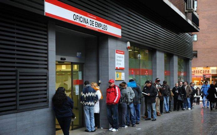 4.900 parados menos en Andalucía y 15.900 empleos más