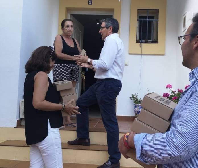 Francis Salado sorprende con una campaña novedosa en la que ha visitado a más de 5.000 vecinos puerta a puerta