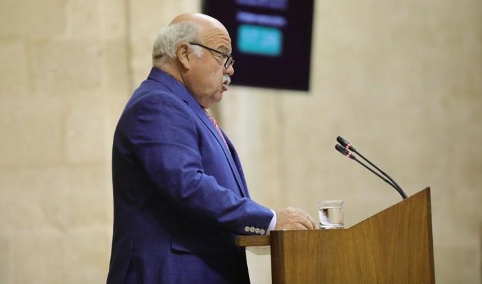 Aguirre anuncia que la sanidad andaluza ha reducido las listas de espera un 9,4% en solo un mes.