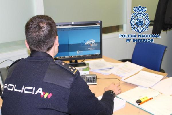 La Policía Nacional detiene a un hombre por acosar a dos vecinas de Antequera