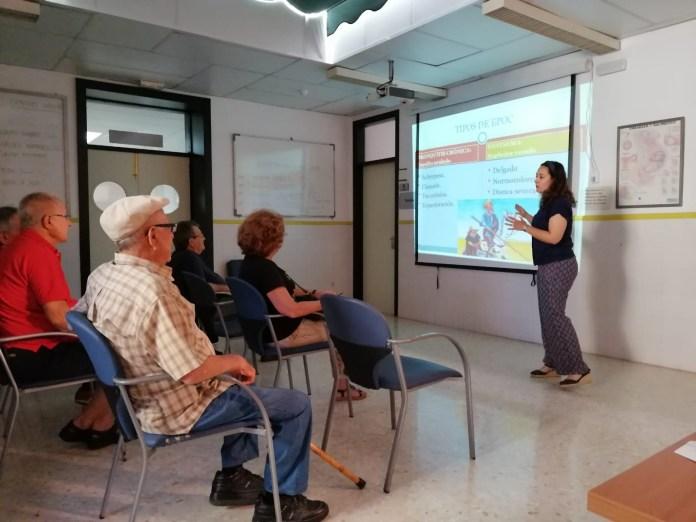 Profesionales del centro de salud de Torre del Mar imparten un taller para pacientes con Enfermedad Pulmonar Obstructiva (EPOC)