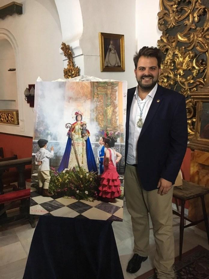 El fotógrafo y cartelista veleño Aitor H. López presenta hoy el cartel de la Feria de Torre del Mar
