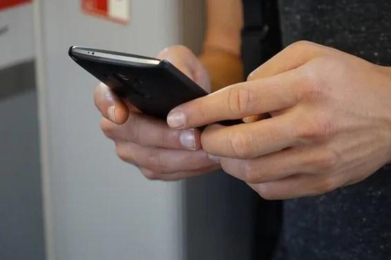 ¿Es un problema el uso de WhatsApp e Internet durante la jornada laboral?