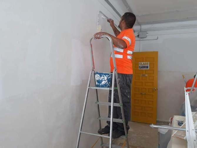 Acometen trabajos de mejora en los colegios de Torre del Mar
