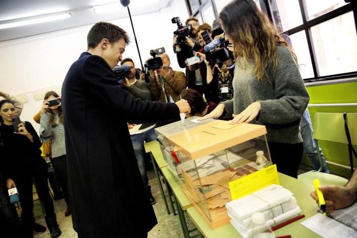Íñigo Errejón hace un llamamiento para que la gente «acuda a las urnas y evitar unas terceras elecciones»
