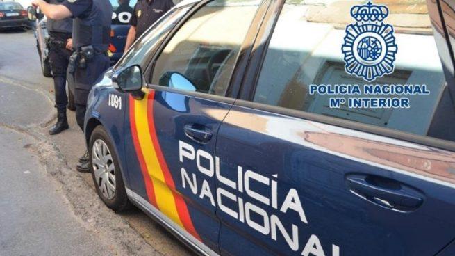 La Policía Nacional  auxilia a una familia que no tenía donde alojarse como consecuencia de la clausura de hospederías en virtud del RD 463/20