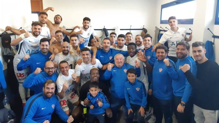 El Vélez C.F. suma una victoria en el Vivar Téllez frente al Huétor Tájar (3-2)