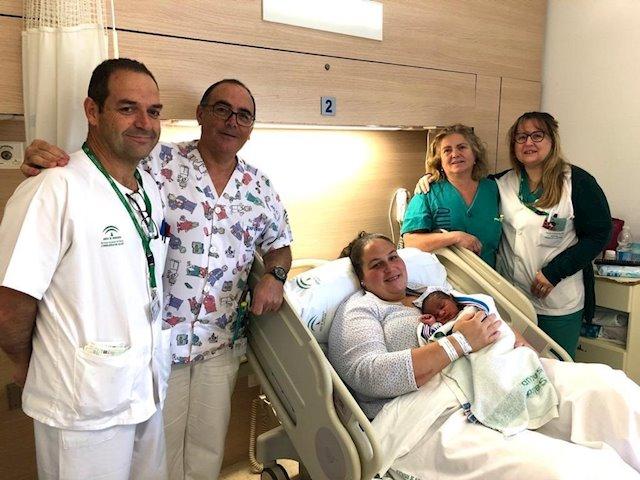 El primer niño andaluz de 2020 nace en Málaga y se llama Adil