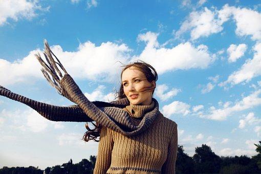 Formas de lucir vestidazo y que el frío no sea un problema
