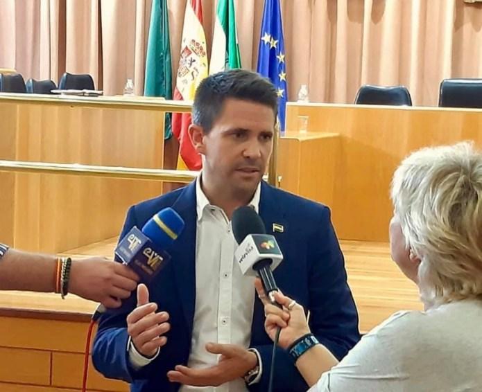 Andalucía por Sí consigue en el pleno el arreglo de las pistas polideportivas del Fernando Hierro y el de la muralla en la parte del bloque Real de la Villa