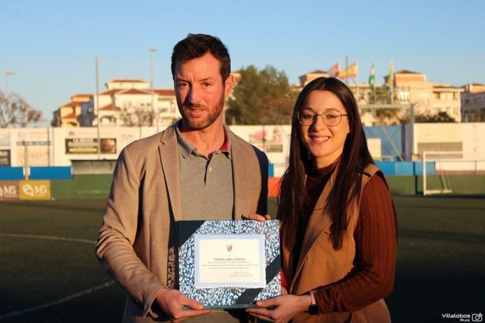 La U.D. Torre del Mar homenajea a la sub campeona del mundo de balonmano Sole López