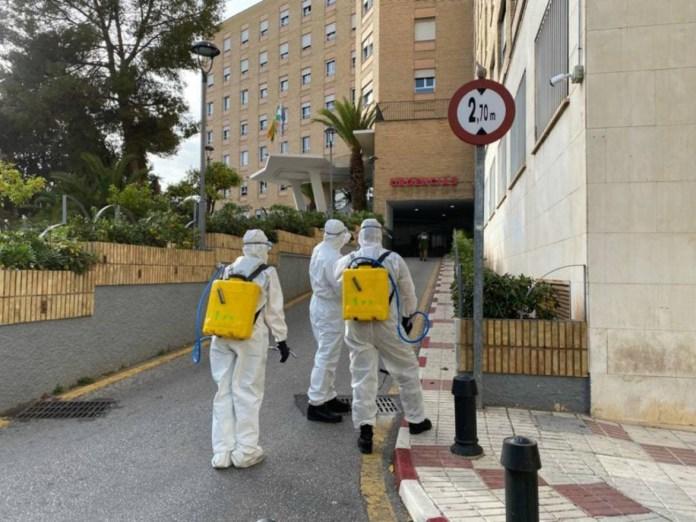 La Unidad Militar de Emergencias (UME) desinfecta varios hospitales de Málaga