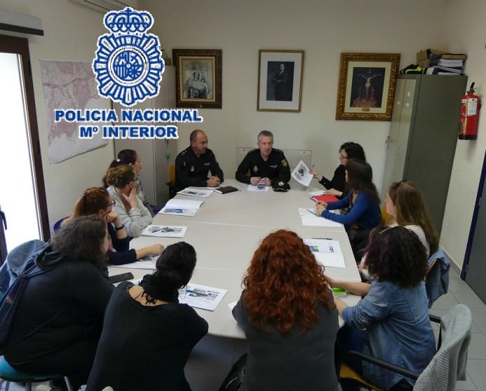 La Policía Nacional de Estepona se reúne con AMPAS de los centros educativos para la convivencia y mejora de la seguridad