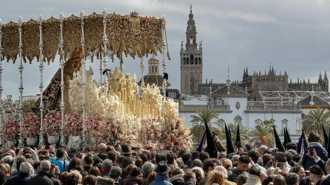 Suspenden la Semana Santa de Sevilla por coronavirus