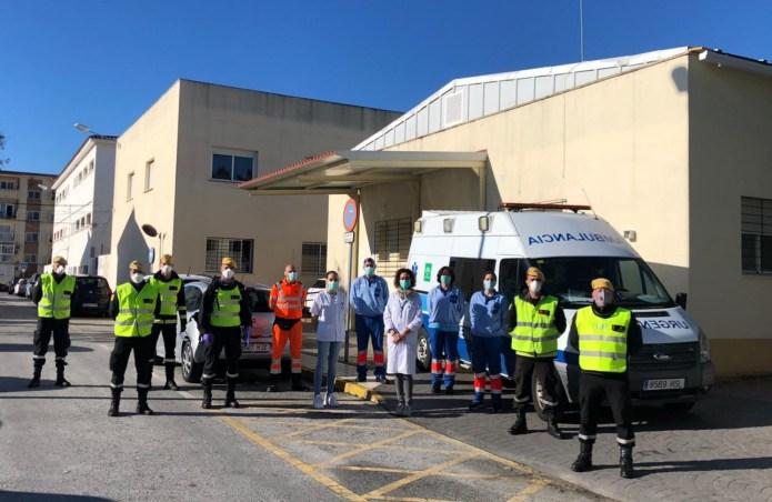 La Unidad Militar de Emergencia (UME) desinfecta el centro de salud de Vélez-Sur