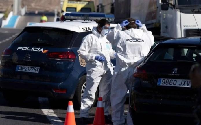 La Policía Nacional de Estepona socorre a dos menores que estaban solas en su domicilio después de que al padre le detectaran coronavirus