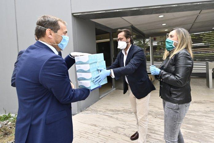 La Junta reparte 150.000 mascarillas entre taxistas, VTC, metros y transporte por carretera
