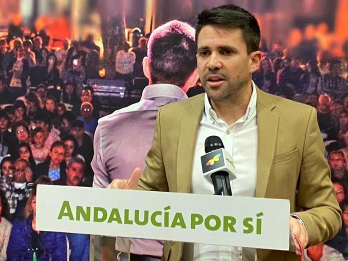 José Pino propone un espacio en la playa para los nadadores federados