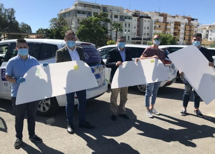 El Ayuntamiento de Vélez-Málaga instala mamparas protectoras en los 44 taxis del municipio