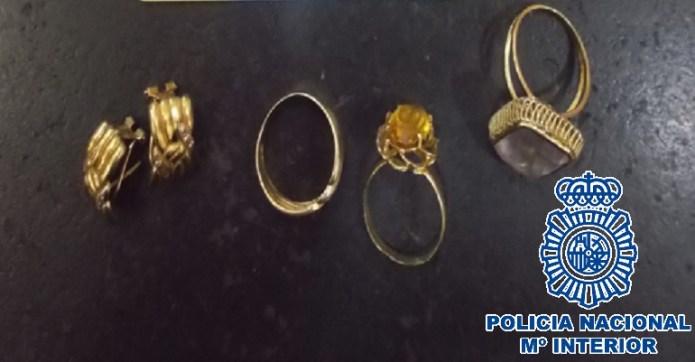 Detenida una mujer por la sustracción de joyas a un matrimonio  octogenario que cuidaba durante el confinamiento