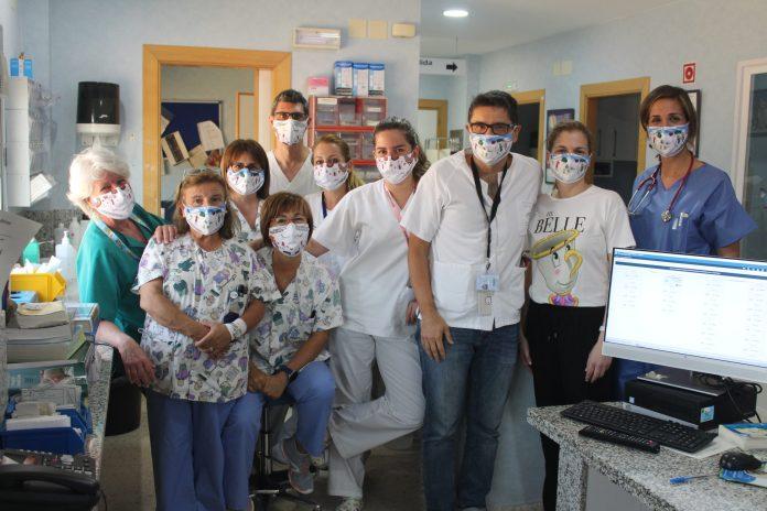Alumnos del CEIP Augusto Santiago Bellido-Reñidero de Vélez-Málaga regalan 'Mascarillas Solidarias' a los menores ingresados y a los profesionales de la unidad de Pediatría del Hospital de la Axarquía