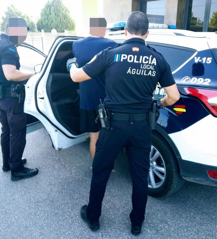 23 policías en cuarentena en Murcia tras tras el positivo de un inmigrante llegado en patera