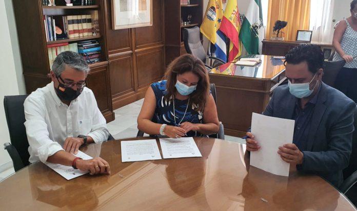 La Junta se compromete a ejecutar el proyecto de arrecife artificial de Rincón de la Victoria