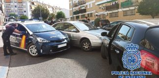 Agentes de la Policía Nacional han detenido ayer en Antequera (Málaga) al conductor de un vehículo que se había dado a la fuga tras recibir el alto de los policías y que llegó a embestir un coche patrulla en la persecución.