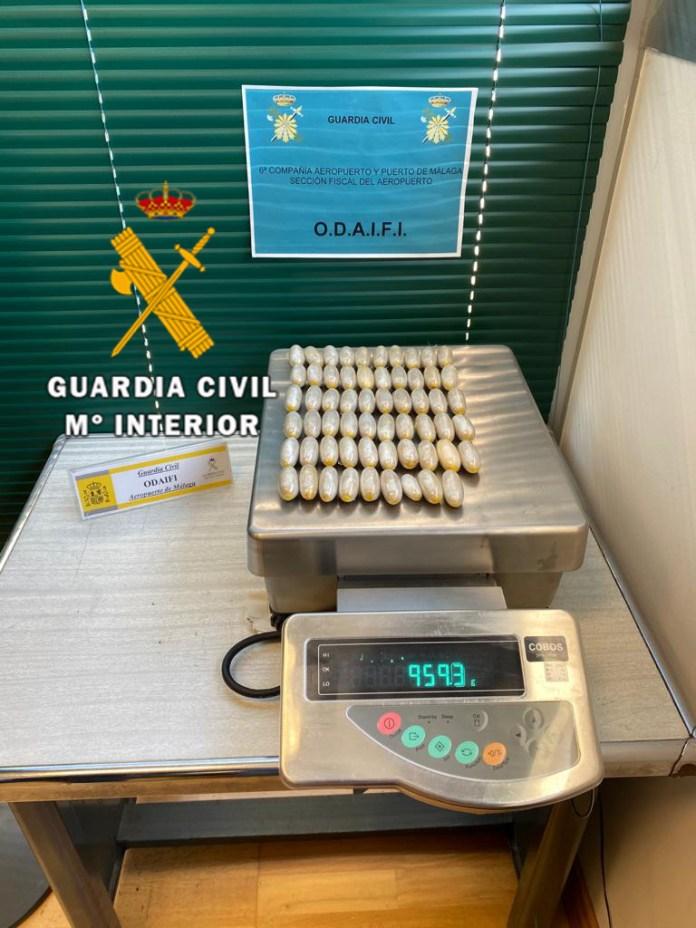 La Guardia Civil interviene más de 70 kilogramos de droga en el aeropuerto de Málaga durante la última semana